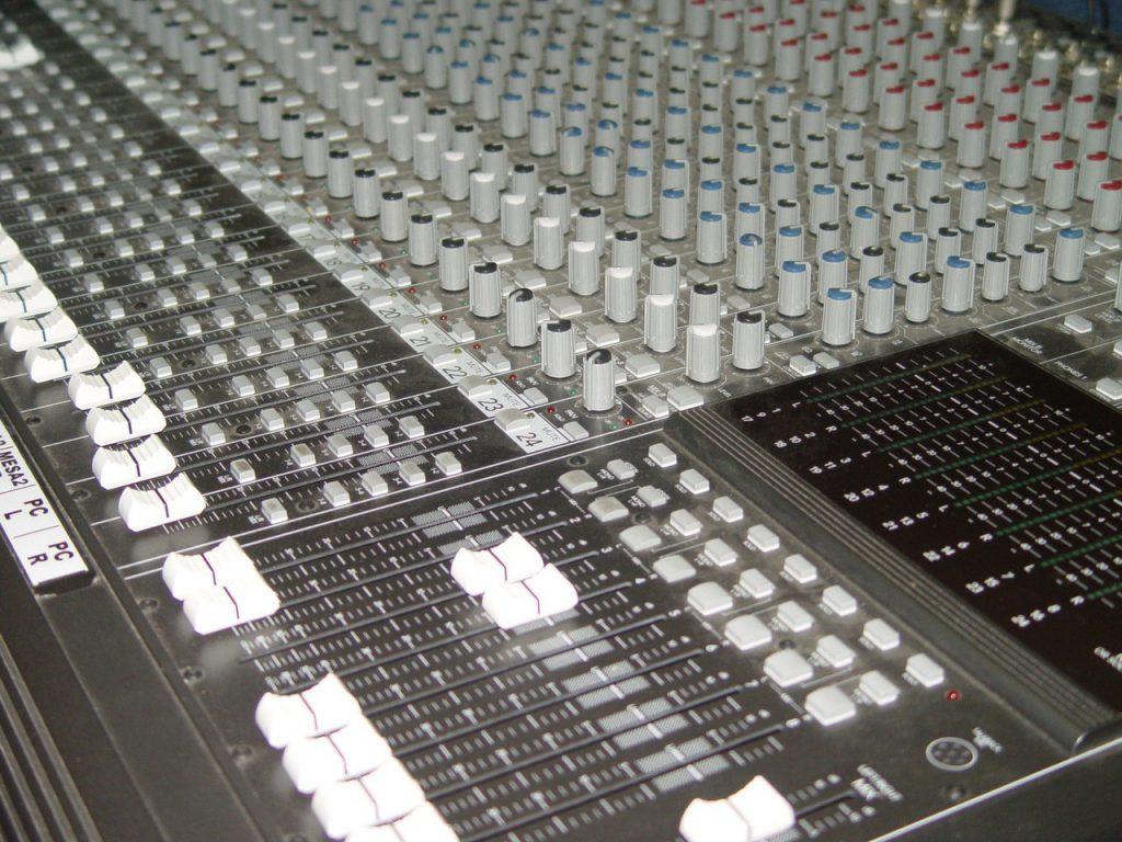 Dźwięk, jak na koncercie – czyli amplituner T 758 V3i marki NAD kina domowego