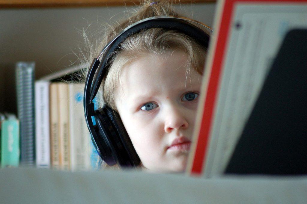 Słuchawki a systemy stereo – dedykowane graczom