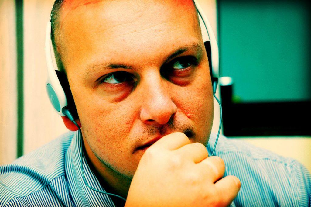Słuchawki otwarte, półotwarte i zamknięte – dokonanie porównania